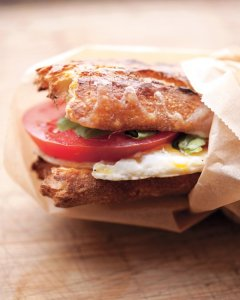 tomato and egg sandwich