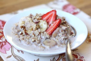 slow+cooked+strawberry+banana+pecan+oatmeal